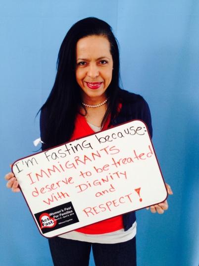 """Yours Truly. """"Estoy ayunando porque los inmigrantes merecen ser tratados con DIGNIDAD Y RESPETO."""""""